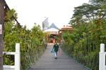 Jambatan gantung ke Kampung Budaya