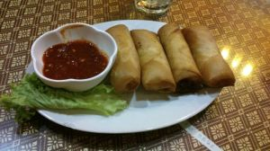 Popia versi Malaysia (Shah Alam). Popiah Malaysia ada tiga versi, celup, siap calit kuah dan basah.
