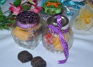 Balang pelbagai guna dengan coklat dan puding mangga, atau kurma dan coklat. Harga: RM1.80 sebiji.