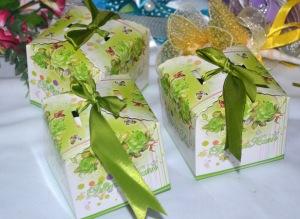 Kotak yang boleh diisi dengan pelbagai barang seperti telur dan lain-lain. Harga: RM0.80 - RM2.50 satu.
